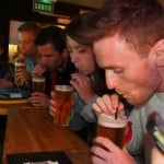 anniversaire evg evf activité insolite à Paris : défi intripid pinte bière à la paille sortie entre amis