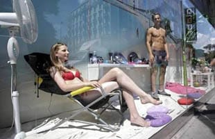 mannequin-maillot-de-bain-vitrine-evjf-anniversaire-insolite-nice-intripid
